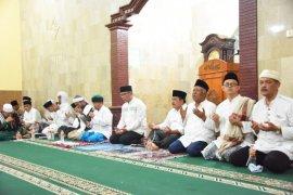 Ridwan Kamil bermuhasabah dan doa bersama pada malam Tahun Baru di Pangandaran
