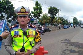 Polres tutup jalan menuju Puncak dari Cianjur antisipasi macet total
