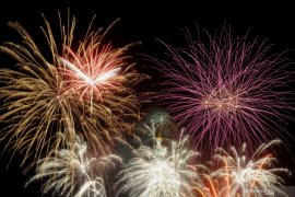 Kembang api warnai pergantian tahun di Patung GWK