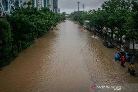Mensos tinjau dapur umum pengungsi korban banjir Cawang Jaktim