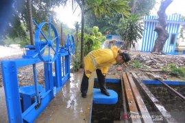 Bantuan makanan mulai didistribusikan Dinsos Tangerang untuk korban banjir