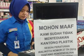 Minimarket hentikan penggunaan kantong plastik
