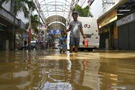 Akibat banjir dan longsor, Kemensos mencatat 21 orang meninggal di Jabodetabek