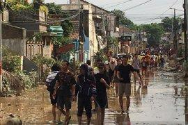 Banjir surut, warga perumahan di Bekasi mulai berbenah