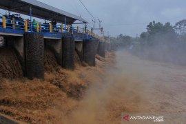 Hujan merata di kawasan Puncak Bogor akan naikkan permukaan air di Bendung Katulampa