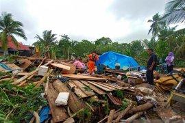 Angin puting beliung rusak belasan rumah di Pontianak Timur