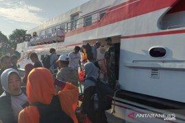 Jumlah penumpang di pelabuhan Tanjung Pandan mencapai 5.884 orang