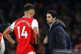 Arsenal tegaskan Aubameyang tak dijual
