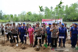 Brimob Polda Kaltim gelar aksi penanaman pohon mangrove