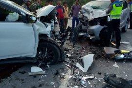 Tiga mobil bertabrakan, satu orang tewas