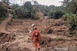 Longsor, 11 desa di Bogor terisolir dan tiga orang hilang tertimbun