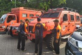 Pemkab Gresik kirim mobil amfibi di dekat lokasi banjir