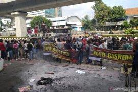 "Massa ""Gertak"" unjuk rasa dorong Jaksa Agung buka kembali kasus lama Novel"