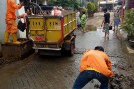 Volume sampah di Kota Tangerang meningkat 60 persen pascabanjir
