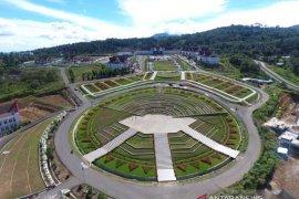 Taman pusat kantor Bupati Tapsel memiliki nilai artistik yang tinggi