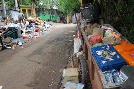 Pemulung raih berkah banjir tahun baru Jakarta