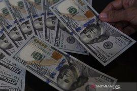 Dolar AS jatuh jelang pidato ketua Federal Reserve AS