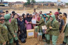 Persit KCK 064 Maulana Yusuf salurkan bantuan korban banjir di Lebak