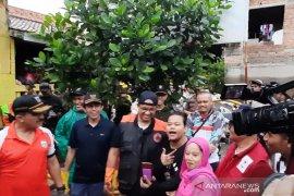 Anies diajak ngevlog oleh warganya saat kerja bhakti