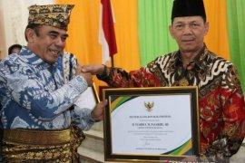 Menteri Agama beri penghargaan kepada Bupati Tapsel