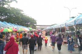 Ribuan warga Samarinda olahraga sambil nikmati kuliner Minggu pagi
