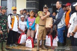 Presiden Jokowi kirimkan bantuan 6.000 paket sembako ke Sukajaya Bogor