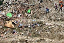 Pencarian korban longsor Sukajaya