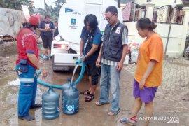 PMI salurkan air bersih untuk korban banjir Tangerang dan Bekasi
