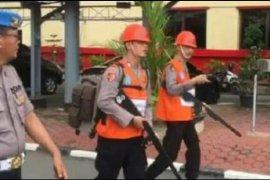 Dua anggota polisi dihukum keliling Mapolda karena terbukti konsumsi narkoba dan intip Polwan mandi