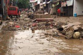 Sampah banjir hingga 6.000 ton diangkut Pemkot Bekasi