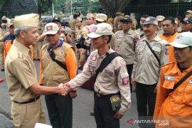 Gubernur Jawa Tengah berangkatkan 100 sukarelawan bantu tangani banjir DKI-Jabar