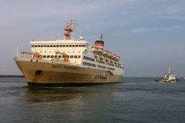 Penumpang kapal Pelni jatuh ke laut