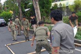 Satpol PP Kota Denpasar tertibkan puluhan baliho