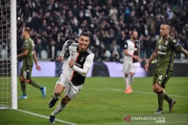 Ronaldo cetak trigol bawa Juve ke puncak klasemen