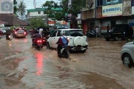 Hujan lebat guyur Bandarlampung akibatkan banjir Page 6 Small