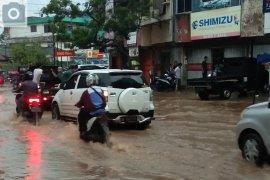 Hujan lebat guyur Bandarlampung akibatkan banjir Page 4 Small