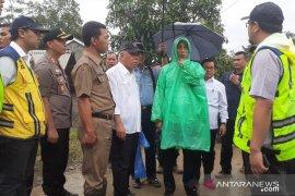Presiden serahkan bantuan uang tunai Rp100 juta di Sukajaya Bogor