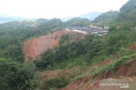 Longsor Sukajaya, tersisa tiga desa masih terisolasi