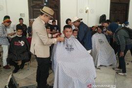 """Kegiatan sosial """"Cukur Rambut Bayar Seikhlasnya"""" kumpulkan dana Rp14,2 juta"""