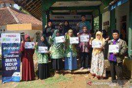 ACT salurkan bantuan biaya hidup puluhan guru di Tasikmalaya