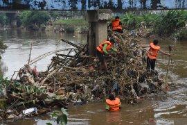 """Anies siapkan """"toa"""" untuk peringatan dini banjir"""