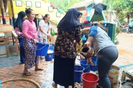 SDN Bintaro 05 Pagi libatkan orang tua murid  bersihkan lumpur sisa banjir