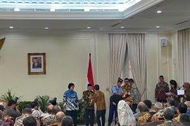 Wapres Ma'ruf Amin serahkan penghargaan Proper Emas kepada 26 perusahaan