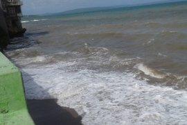 """Gelombang tinggi di wilayah perairan NTT dipicu siklon tropis """"MANGGA"""""""
