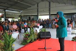 Risma imbau nelayan di Surabaya waspadai cuaca ekstrem