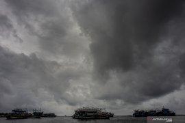 BMKG warns of tropical cyclone Claudia in East Nusa Tenggara