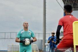Aplikasi latihan pemain basket diterapkan Luizinho untuk  asah konsentrasi  kiper Persib