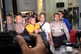 KPK menahan Komisioner KPU Wahyu Setiawan