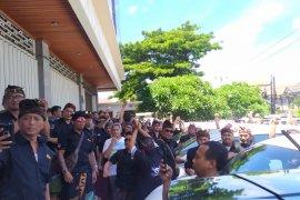 Demo protes sopir Grab Bandara dijaga puluhan polisi di Denpasar
