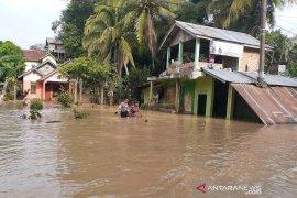 Banjir bandang di Lahat, 12 unit rumah dilaporkan hanyut